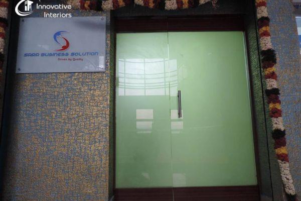 entrance-glass-partition-with-texture-paintFC16FEFE-D45E-2329-287D-8CD70EDC8ECD.jpg